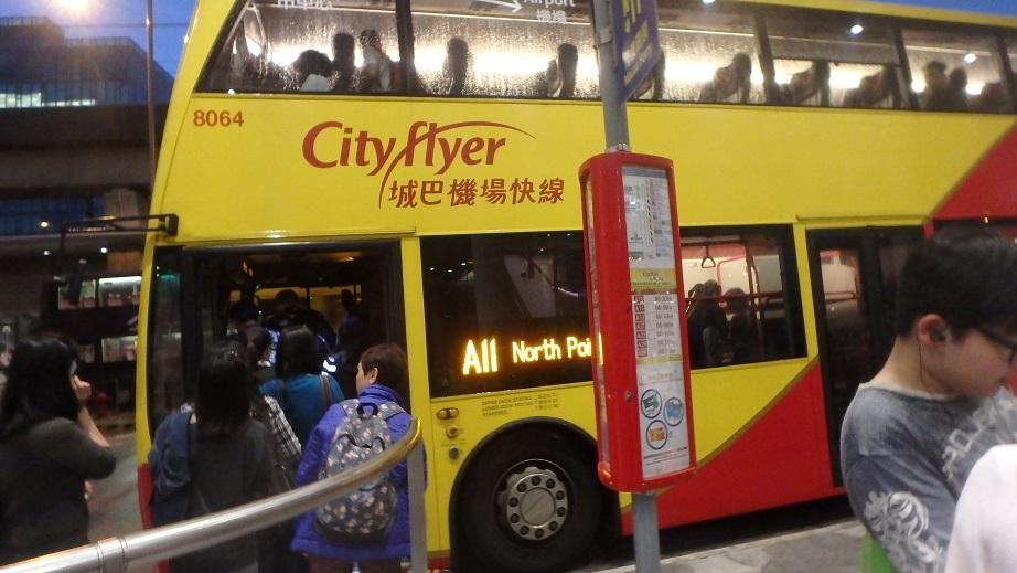 Типичный двухэтажный автобус Гонконга